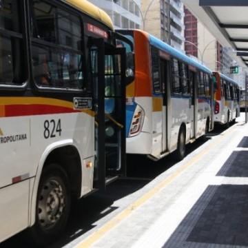 Rodoviário é baleado durante assalto a ônibus na RMR