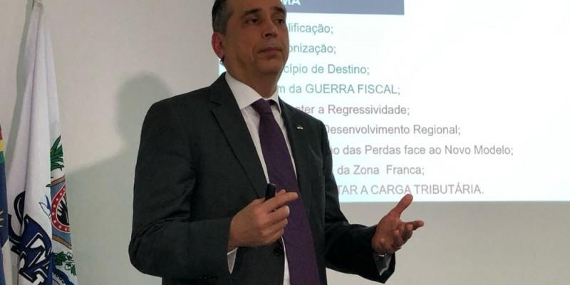 Secretário da Fazenda de Pernambuco, Décio Padilha apresenta em coletiva de imprensa, programação do Encontro Nacional dos Secretários Estaduais de Fazenda.