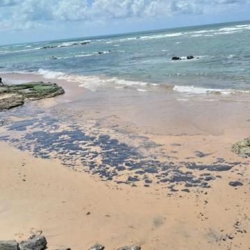 Origem do óleo que atinge praias pernambucanas continua sem explicações