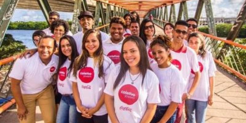 O Coletivo Online oferece aulas e atividades pelo Whatsapp durante cinco semanas, além do encaminhamento ao mercado de trabalho