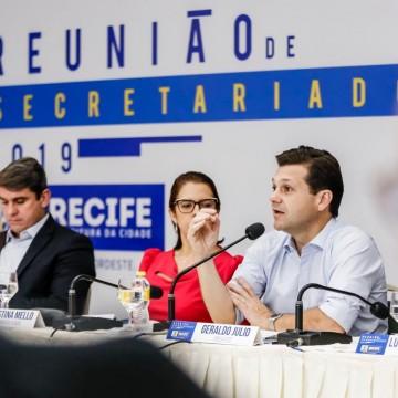 Geraldo Júlio anuncia redução de custos da Prefeitura