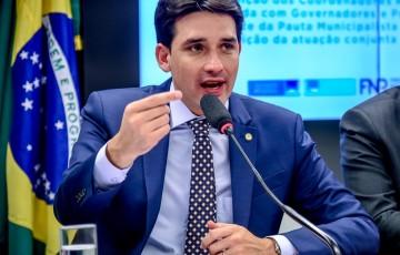 Silvio comemora aprovação de auxílio para estados e municípios