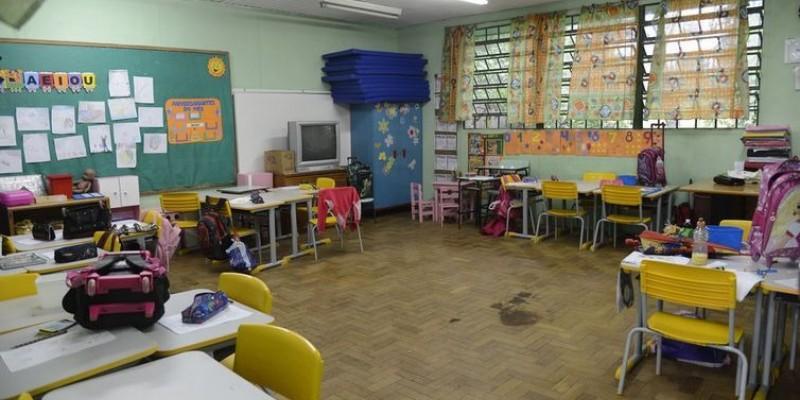 Pais e responsáveis podem ser responsabilizados caso o estudante fique fora da escola