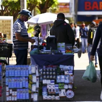 Confiança do empresário do comércio sobe 4,1% em novembro, diz CNC