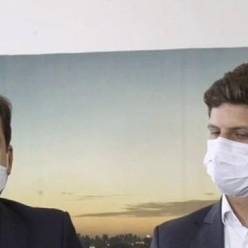 Prefeito Geraldo Julio recebe João Campos para início de transição de cargo