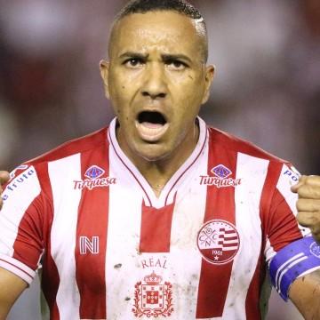 Náutico confirma renovação de Diego Silva e Josa