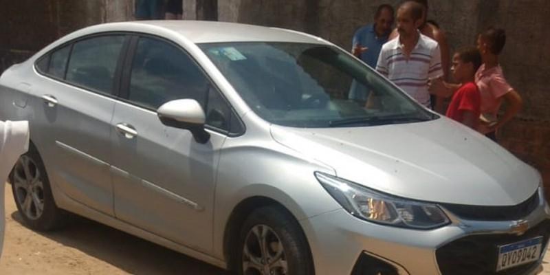 A ocorrência foi registrada nesta quarta, no bairro de Santa Mônica, em Camaragibe, onde o corpo do homem foi encontrado dentro de um veículo