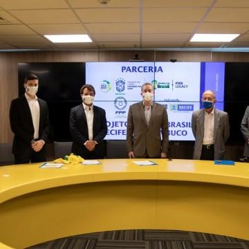 Termo de compromisso assinado entre a Secretaria de Esportes e a CBF firmam projeto para beneficiar 240 crianças no Recife