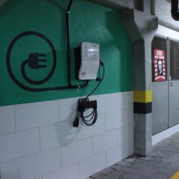 Abastecimento para carro elétrico chega a condomínio