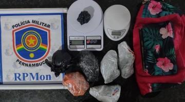 Cavalaria prende homem de 31 anos por tráfico de drogas, no Bairro Petrópolis, em Caruaru
