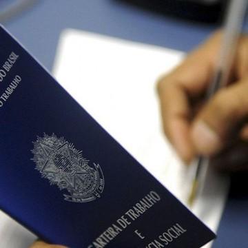 Desemprego recua para 13,9% no 4º trimestre, segundo o IBGE