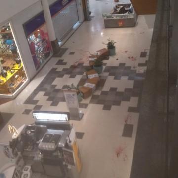 Troca de tiros dentro de shopping deixa duas pessoas feridas, em Santo Amaro