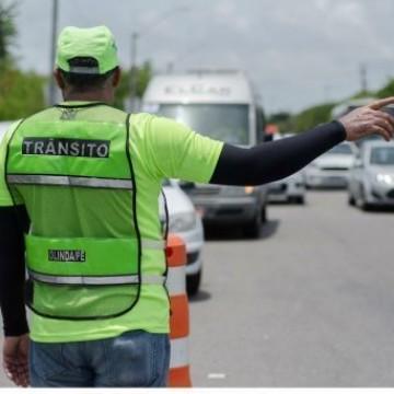 Trânsito de Olinda recebe bloqueios para diminuir fluxo de carros