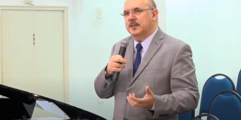 Dias antes Ribeiro já havia declarado em entrevista, que estudantes com deficiência atrapalham o aprendizado de outros alunos. O comentário repercutiu negativamente entre entidades da sociedade civil e autoridades