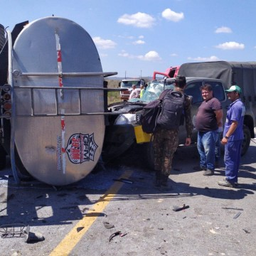 Acidente entre cinco veículos deixa uma pessoa morta na BR-423 em São Caetano