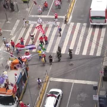 Grito dos Excluídos sai às ruas do Recife em protesto a favor da vida