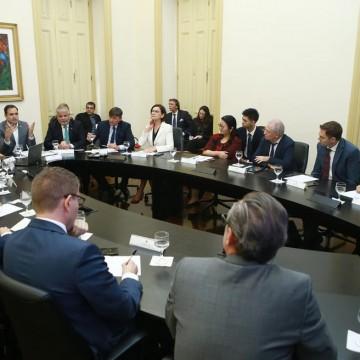 Cônsules de nove países recebem informações oficiais do governo de Pernambuco
