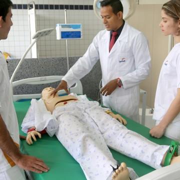 Senac lança edital com 872 vagas para cursos na área de saúde