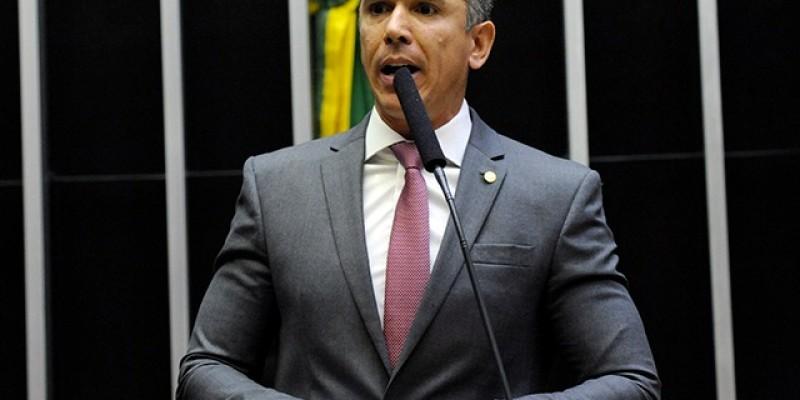 Deputado votou a favor da Reforma da Previdência, contrariando a orientação do partido