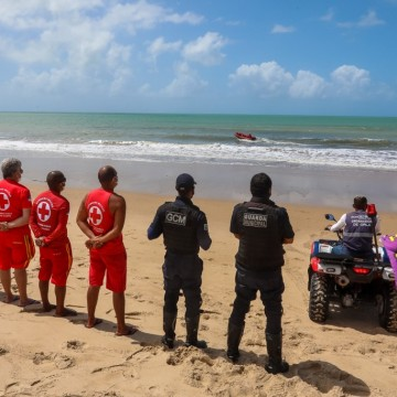 Trecho da praia de Piedade, próxima a igrejinha é interditado para banho de mar por risco de ataque de tubarão