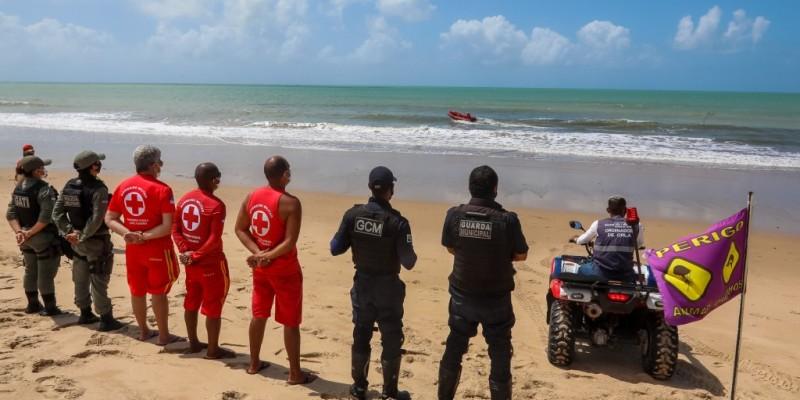 A decisão veio após ocorrerem dois ataques de tubarão nessa área em 15 dias