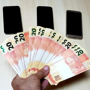 Mulher é detida com R$ 980 em notas falsas