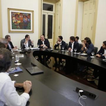 Paulo Câmara amplia comitê de acompanhamento diário do Covid-19