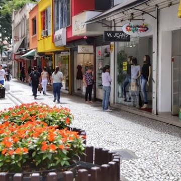 75% da população acha importante a abertura do comércio aos domingos, diz pesquisa CNDL/SPC Brasil