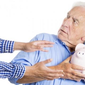 Violência financeira contra a pessoa idosa tem crescimento de 236%