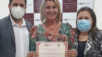 Odontóloga caruaruense é homenageada pelo CRO-PE