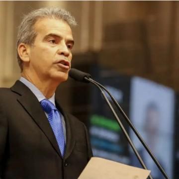 Alberto Feitosa aciona MP e Paulo Câmara em nome de pensionistas e inativos militares