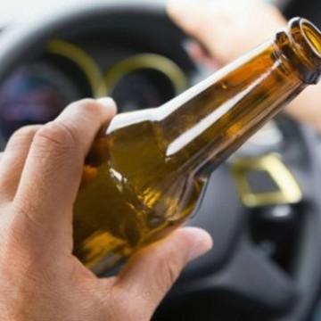 Campanha do Detran reforça que bebida não combina com direção