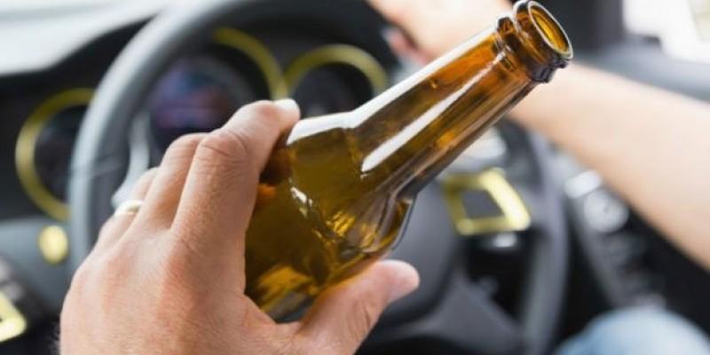 Segundo a PRF o condutor que estiver com os efeitos do álcool está sujeito a uma multa no valor de R$ 2.934,70, e a suspensão do direito de dirigir por 12 meses