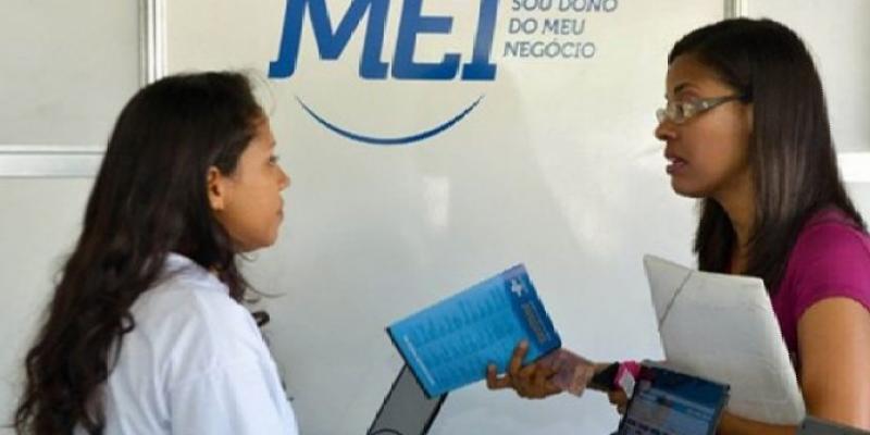 Nas paradas são realizadas palestras com o intuito de explicar a população como se tornar microempreendedor individual
