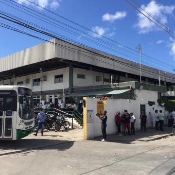 Motoristas e cobradores da empresa Caxangá deixaram passageiros sem ônibus nesta quarta