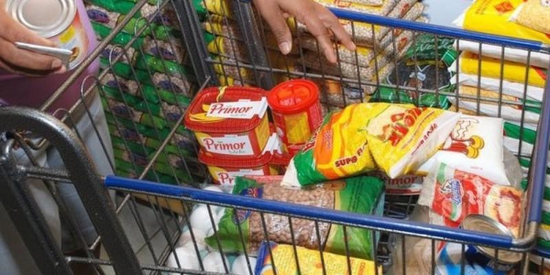 O preço da cesta básica caiu em todas as capitais brasileiras no mês de julho
