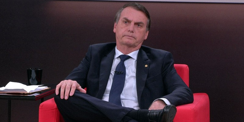 Na postagem nas redes sociais, Bolsonaro classifica a taxa como roubo e se compromete a rever o pagamento