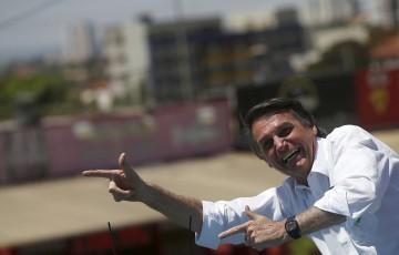 Bolsonaro assina lei que ampliará posse de armas de fogo no campo