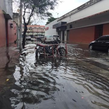 Chuva causa transtornos no Grande Recife