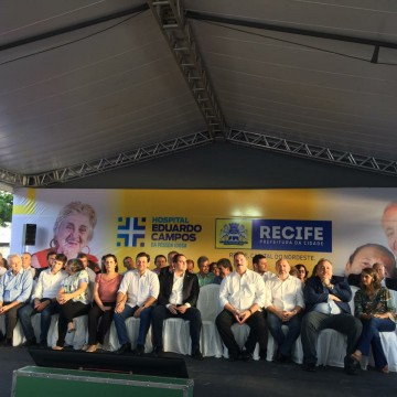 Geraldo Júlio assina a ordem  para a construção do Hospital Eduardo Campos da Pessoa Idosa
