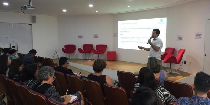 O Fórum  tem participação de ambientalistas locais e internacionais.