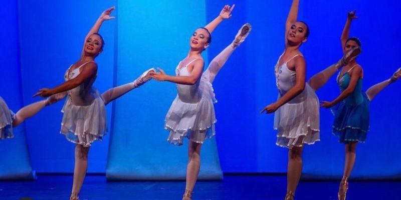 Pernabucana que vive do ballet no Recife aproveita férias nos EUA pra mergulhar ainda mais em sua arte.