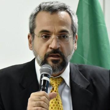 Ministro da Educação é convocado para esclarecer alegações sobre a produção de drogas em universidades
