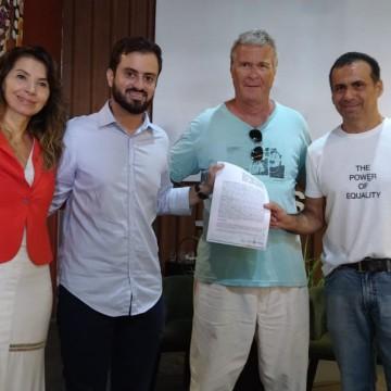 Fernando de Noronha firma parceira de combate à circulação de veículos de combustão no Arquipélago