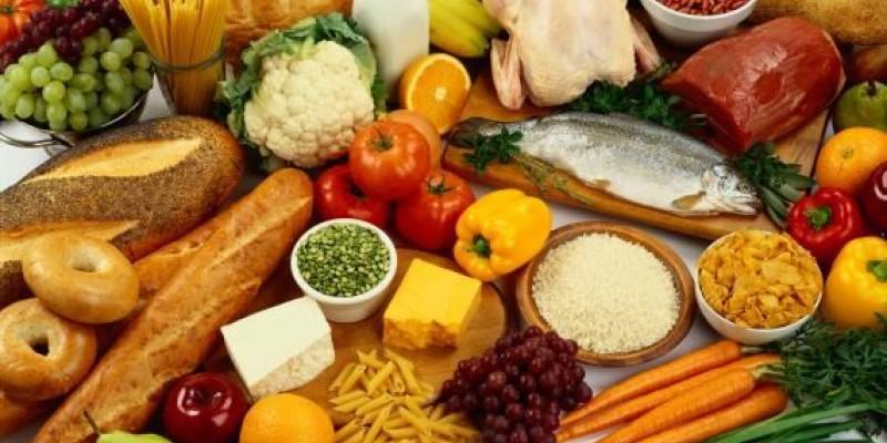 A diferença entre se alimentar nos EUA e no Brasil na análise de uma nutricionista pernambucana