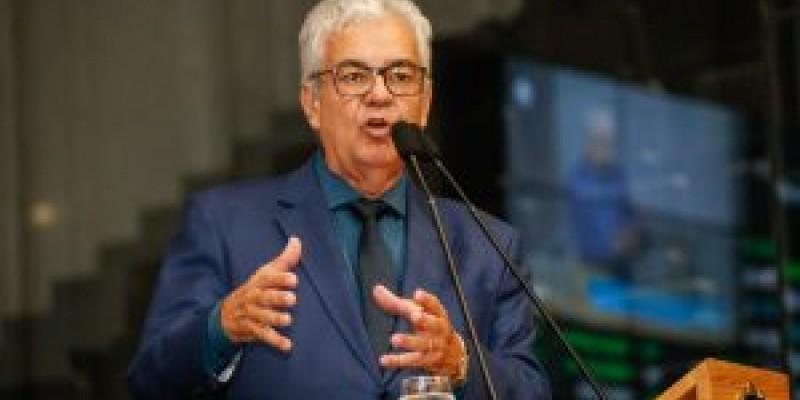 A crítica foi feita durante pronunciamentos em reunião plenária