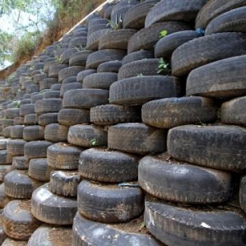 Olinda utiliza pneus para fazer barreiras de contenção em áreas de risco