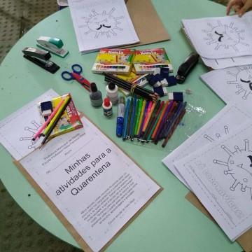 Secretaria de Educação de Olinda entrega kits pedagógicos para estudantes