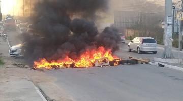 Motoristas de aplicativo estão fazendo protesto na Avenida Adjar da Silva Casé, em Caruaru