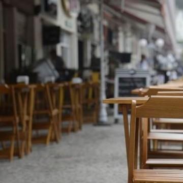 Som mecânico ou ao vivo está proibido em bares e restaurantes